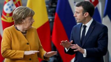 German Chancellor Angela Merkel and French president Emmanuel Macron speaking at a EU leaders summit on 22 March 2019