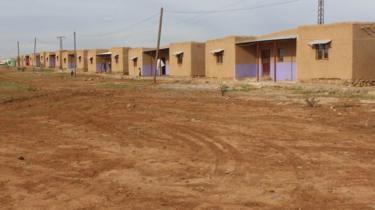 قرية جيوار بعد الانتهاء من بنائها والتي يعتبرها النساء الكرديات رسالة إلى العالم بأنهن قادرات ويستطعن قيادة أنفسهن بأنفسهن