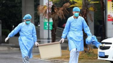 Komisi Kesehatan Kotamadya Wuhan mengatakan sedikitnya 15 petugas medis di Wuhan terinfeksi virus tersebut.