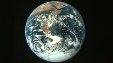 अंतरिक्ष से ली गई पृथ्वी की एक तस्वीर