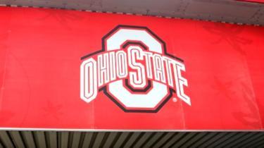 Fachada de prédio da Universidade Estadual de Ohio