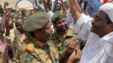 Lt-Gen Abdel Fattah Abdelrahman Burhan talks to demonstrators in Khartoum, 12 April