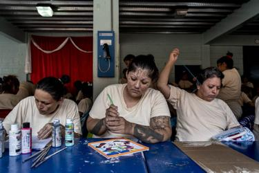 A member of the La 18 gang does some painting, centre, while another inmate does some embroidery, right, as part of the Yo Cambio program at the Ilopango Women's Prison, El Salvador November 6, 2018.