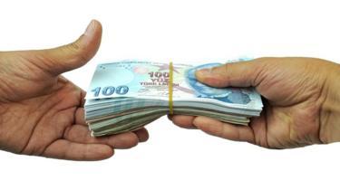 يدان تتبادلان العملات النقدية (عملة الليرة التركية)
