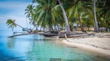 Kepulauan Guna Yala di lepas pantai timur Panama ditinggali oleh suku asli orang-orang Guna.