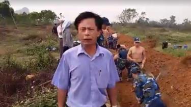 Video clip quay trực tiếp lên Facebook khi ông Lê Đình Công chứng kiến tiểu đoàn G31 thuộc lữ đoàn 28 đào hào hôm 31/3.