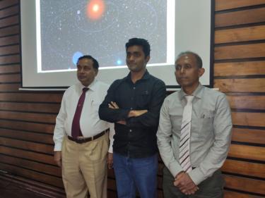 சந்திர ஜெயரத்ன, மஹேஷ் ஹேரத் மற்றும் சராஜ் குணசேகர (இடமிருந்து வலமாக)