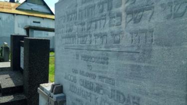 Makam orang Yahudi di TPU Kembang Kuning Surabaya.