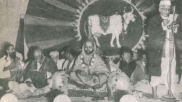 டெல்லியில் நடந்த பசுவதை எதிர்ப்பு பேரணியின் போது குரு கோல்வல்கர்