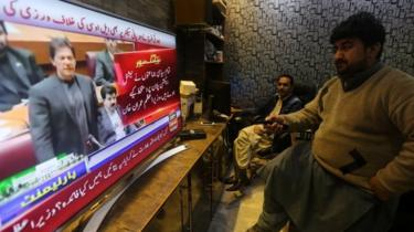 People watch Pakistani PM Imran Khan's address in parliament in Peshawar, Pakistan. Photo: 28 February 2019