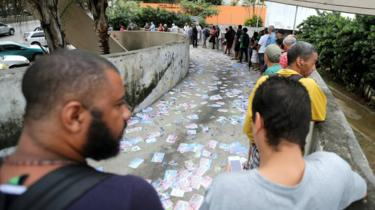 Brazilians queue to vote in Rio de Janeiro on 7 October 2018
