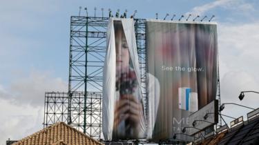 baliho iklan di Quezon diturunkan.