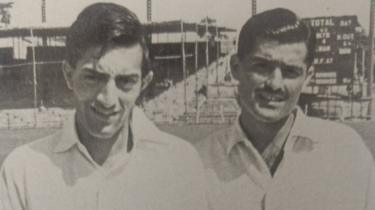 अपने पहले टेस्ट कप्तान नारी कॉन्ट्रैक्टर के साथ पटौदी