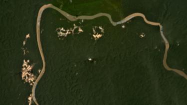 Imagem de satélite em março de 2020 mostra focos de garimpo no rio Uraricoera