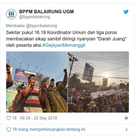 """Twitter pesan oleh @bppmbalairung: Sekitar pukul 16.18 Koordinator Umum dari tiga poros membacakan sikap sambil diiringi nyanyian """"Darah Juang"""" oleh peserta aksi.#GejayanMemanggil"""