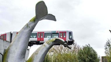Image shows a metro train that shot through a stop block at De Akkers metro station