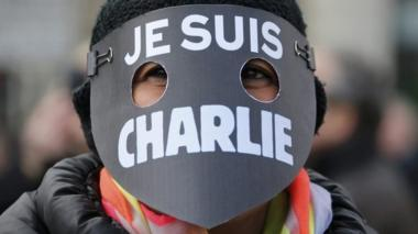 "A women wearing a mask reading ""I am Charlie"""
