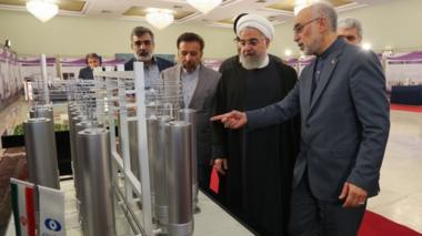 President Hassan Rouhani and the head of Iran nuclear technology organization Ali Akbar Salehi inspecting nuclear technology