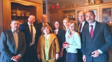 Image shows Svetlana Alexievich surrounded by diplomats