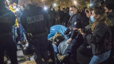 Paris police clashing with migrants at Place de la République, Paris, 24 Nov 20