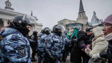 Police and protesters clash in Moscow, 23 January