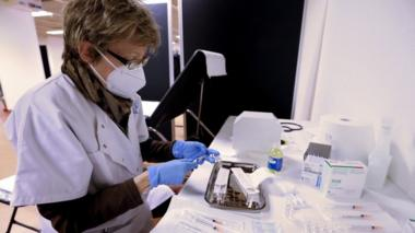 A nurse prepares a dose of the Pfizer-BioNTech COVID-19 vaccine in Cannes, France, 09 January 2021.