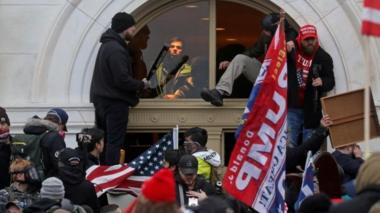 Rioters break into US Congress on 6 January
