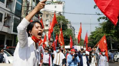 Thousands of people march toward Sule, protested against military junta in Yangon