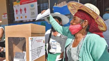 A Bolivian woman casts her ballot at the school Unidad educativa Eduardo Abaro in the village of Parotani some 50 km from Cochabamba, Bolivia, 18 October 2020