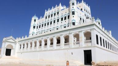 Exterior view of the mud-brick Seiyun Palace in Hadramawt province (15 October 2020)