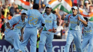 India's caption Mahendra Singh Dhoni and his team celebrate India's beating Pakistan the Twenty20 cricket world championship final at Wanderer's Stadium in Johannesburg, 24 September 2007