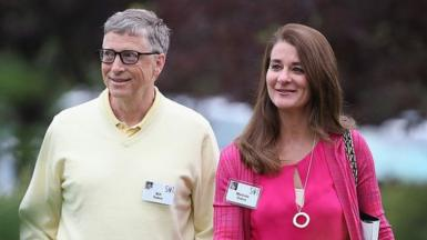 Bill and Melinda Gates walking through garden area at 2015 event
