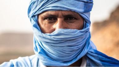 Man wearing blue daraas in Nouakchott