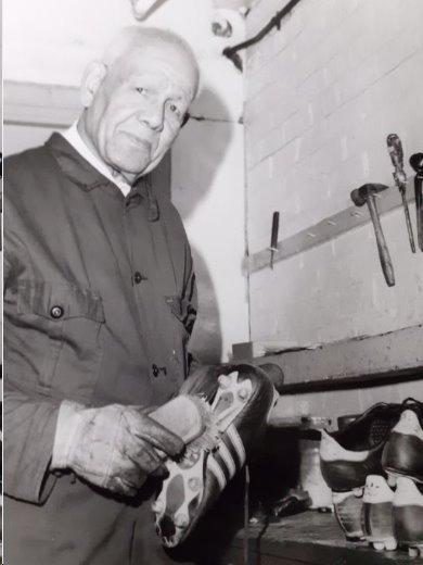 Jack Leslie cleaning boots at West Ham