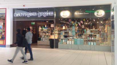 Men locked in \'extraordinary experiences\' shop during bomb ...
