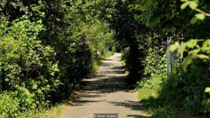 A estrada percorrida pela pioneira Bertha Benz, nos arredores de Dossenheim, na primeira viagem de longa distância em um carro a gasolina