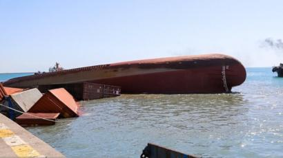 Image result for غرق شدن کشتی در بندرعباس