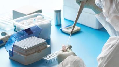 Coronavirus: Double warning over antibody tests - BBC News