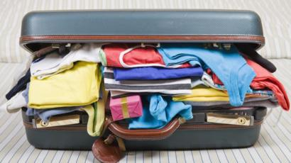 Maleta repleta de ropa