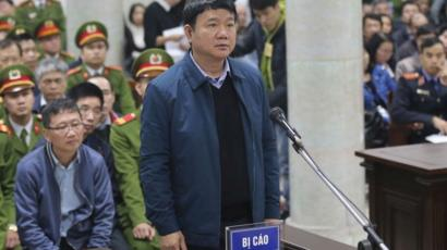 Cựu Ủy viên Bộ Chính trị Đinh La Thăng và 21 bị cáo ra tòa trong vụ án gây thiệt hại và thất thoát lớn về vốn và tài sản nhà nước.