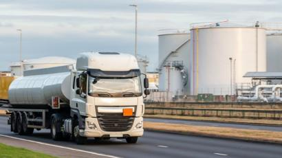 Brexit: No-deal plan threatens UK fuel plants - BBC News