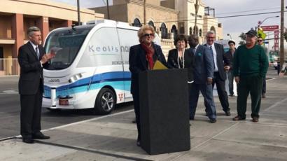 【アメリカ】全米初公道を走る自動運転バス、サービス開始初日にトラックと衝突 米ラスベガス YouTube動画>4本 ->画像>9枚
