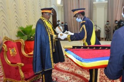 """Ces présidents Africains devenus """"maréchal"""" et dirigeants à vie ..."""