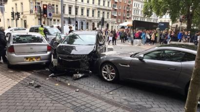 В центре Лондона автомобиль выехал на тротуар, 11 пострадавших
