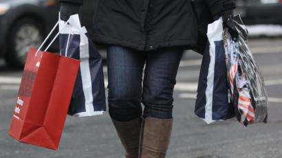 Bad weather hits Christmas shopping on the High Street - BBC News