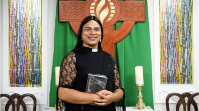 Pastor afirma que Deus é travesti e Jesus foi o primeiro transexual
