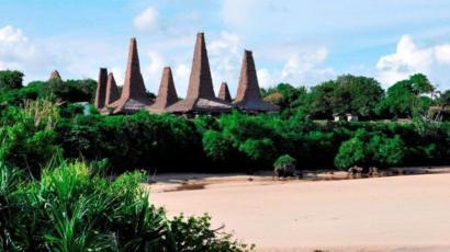 Casas tradicionales en un pueblo de Sumba.