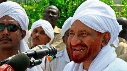 Sudanese top opposition leader and former premier Sadiq al-Mahdi addresses worshippers during Eid al-Fitr prayer marking the end of the Muslim holy fasting month of Ramadan on June 5, 2019 in Omdurman, just across the Nile from the capital Khartoum.