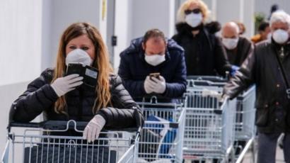 أثيرت انتقادات كثيرة للقصور في التضامن بين دول أوروبا في مواجهة وباء فيروس كورونا.