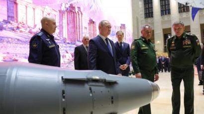 بوتين في قاعدة روةسية في سوريا